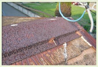 撥水効果が低下することでサビが板金全体に広がります
