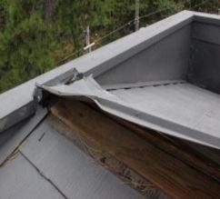 屋根がめくれた