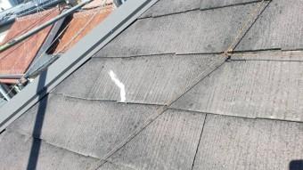西宮市にてカラーベスト屋根にできたひび割れを補修