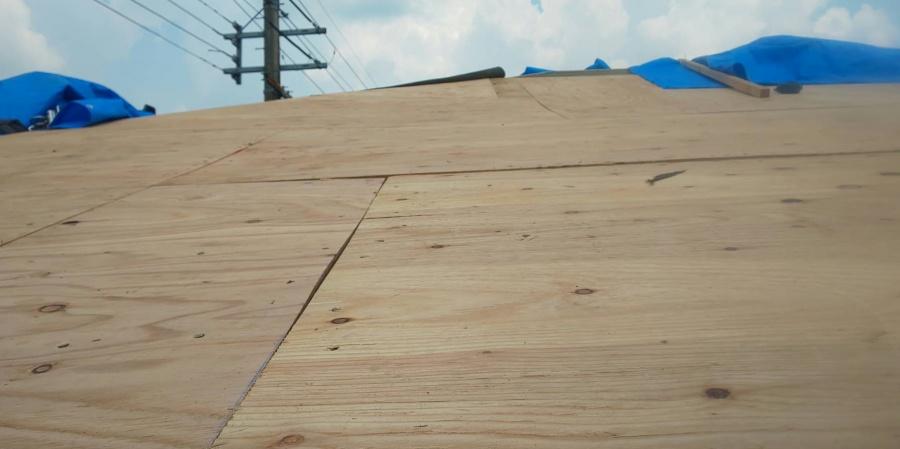 西宮市屋根葺き替え工事下地コンパネ張り
