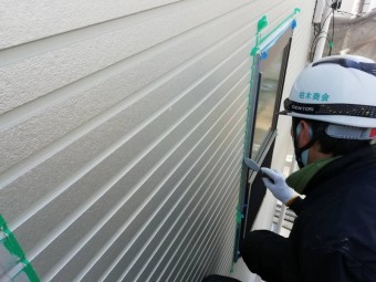 西宮市外壁サイディング目地作業