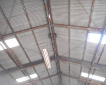倉庫屋根棟のすき間