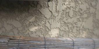 宝塚市築15年経過している外壁スタッコのひび割れ