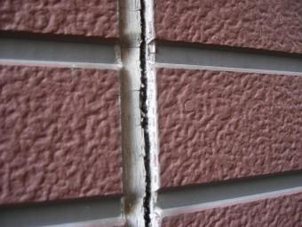 西宮市窯業系サイディング目地表面の亀裂