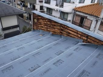 屋根葺き替え施工中3