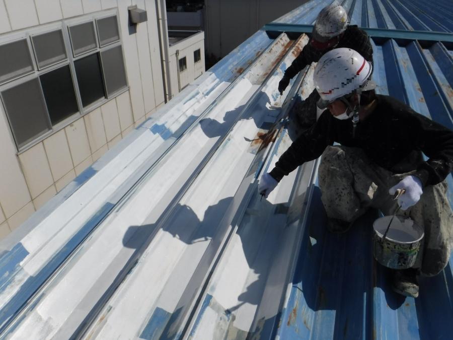 屋根塗装工事下地塗装1
