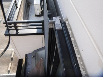 西宮市木造住宅窓廻りのコーキング劣化にて変色