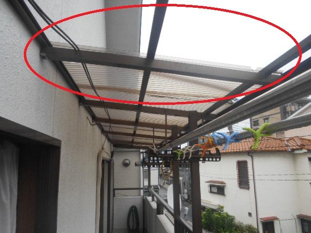 波板が飛んだテラス屋根