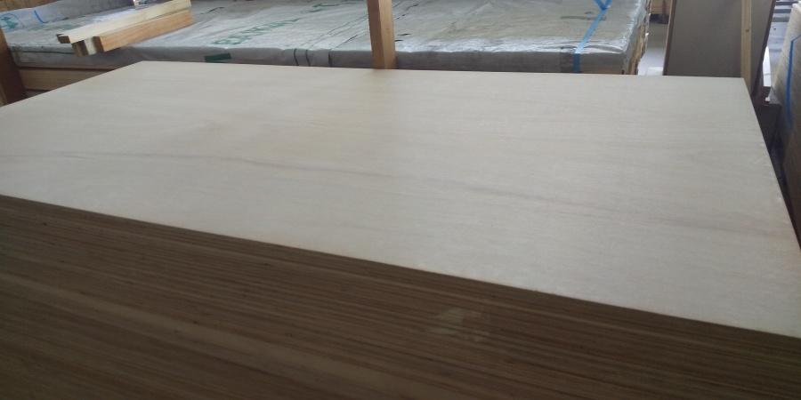 西宮市尼崎市屋根の下地材として使用されるコンパネ