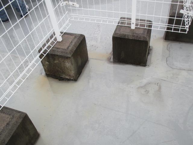 尼崎市店舗ビル屋上の陸屋根防水状態