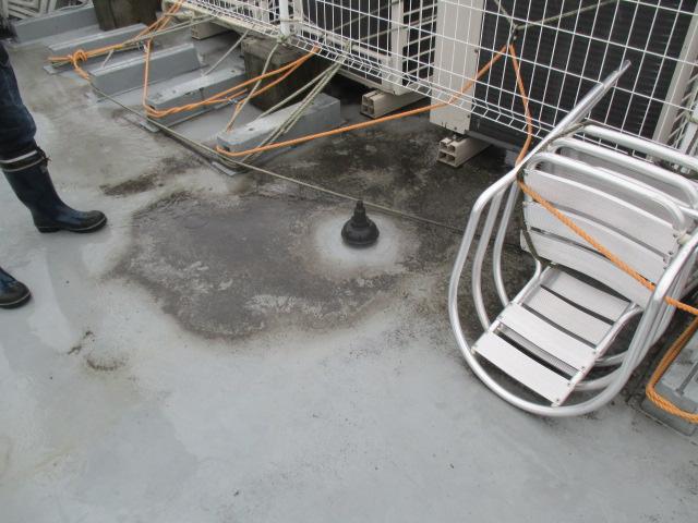 尼崎市店舗ビルの屋上防水劣化