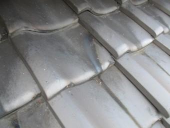 西宮市木造住宅瓦屋根表面劣化汚れ