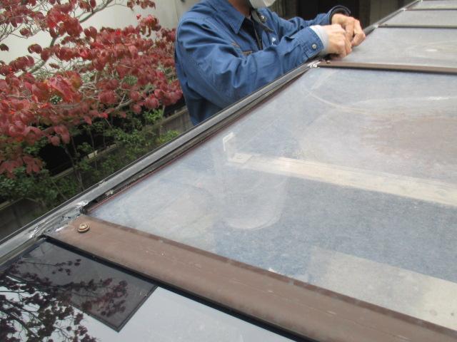 西宮市カーポート屋根ゴム取付