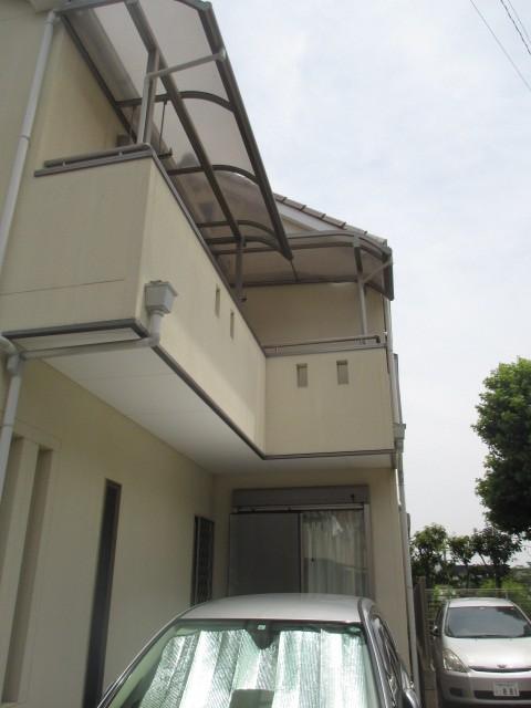 尼崎市木造2階建て住宅のベランダに取付てあるカーポート屋根