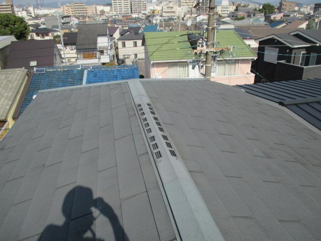 西宮市木造三階建て住宅カラーベスト屋根点検作業
