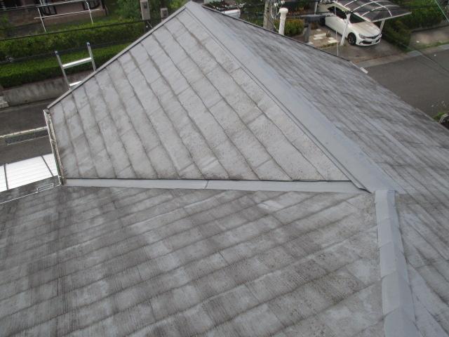 三田市築30年ほどのカラーベスト屋根の状態形