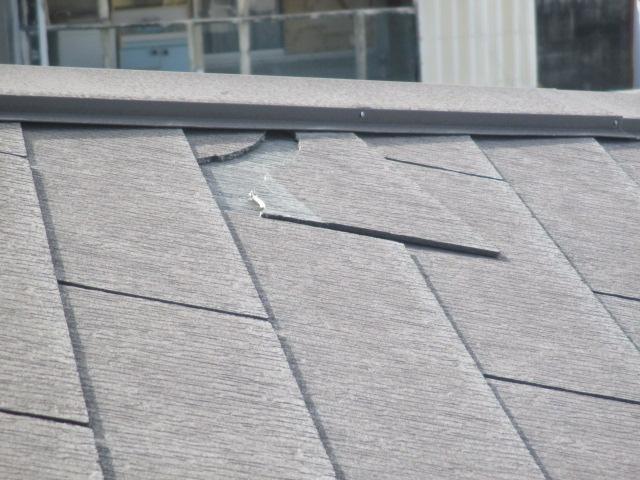 西宮市木造住宅カラーベスト屋根割れて外れる