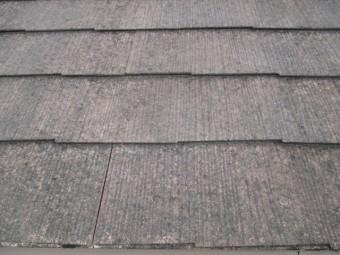 芦屋市宮塚町にてカラーベスト屋根の劣化状況を確認