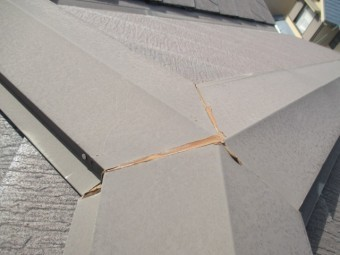 西宮市木造三階建て住宅カラーベスト板金継ぎ目劣化