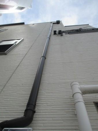 西宮市築年数10年~12年経過している三階建て住宅のたて樋