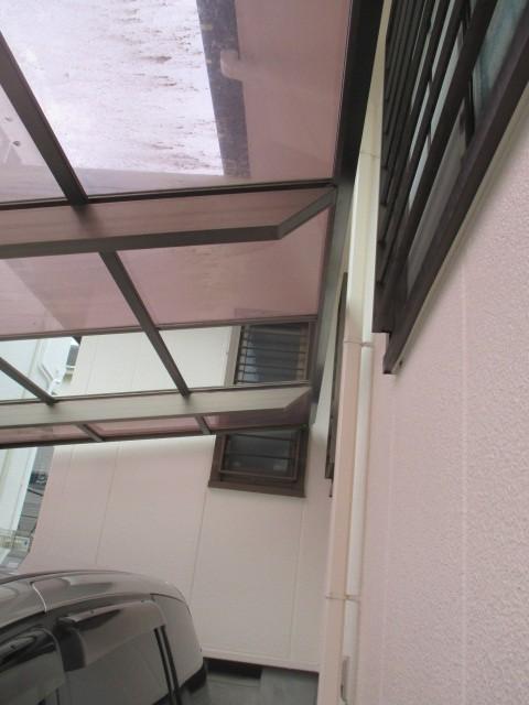 西宮市にて築25年経過木造二階建て住宅カーポート屋根の台風被害