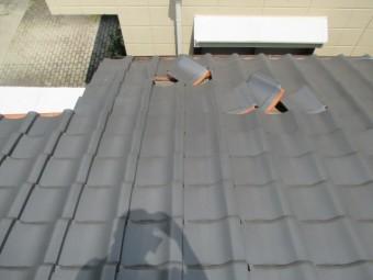 西宮市にて20年前に瓦屋根を新しくしたあとの台風被害にて瓦が破損した