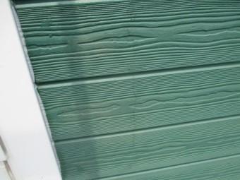 西宮市築17年程度の外壁木質サイディング材の表面