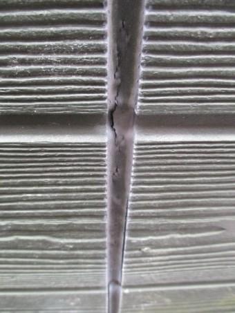 西宮市外壁サイディング材目地部分の亀裂
