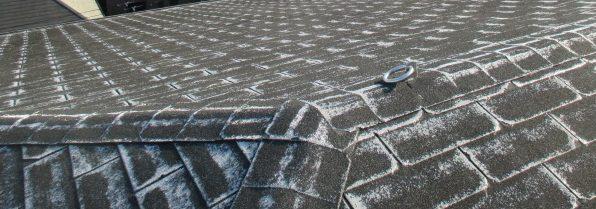 西宮市にてアスファルトシングル材屋根のつなぎ目部分