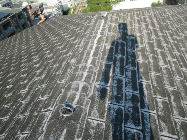 西宮市築20年ほど経過しているアスファルトシングル材を使用している屋根の状態