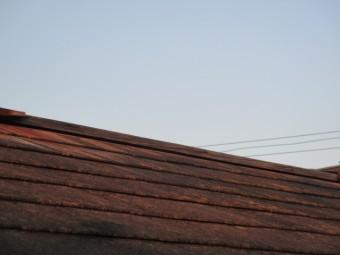 西宮市劣化したカラーベスト屋根に取付られていた板金部材飛んだ