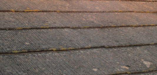西宮市一度も修繕されていないカラーベスト屋根の劣化状態