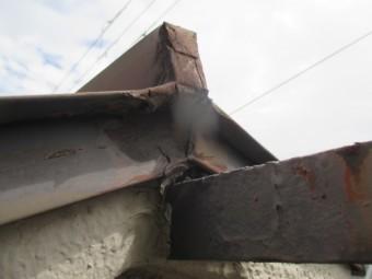 西宮市築25年経過している瓦棒屋根の腐食状況