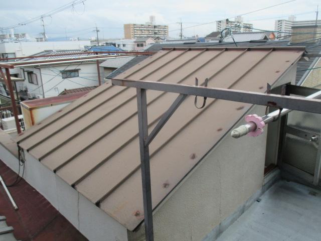 西宮市瓦棒の屋根点検作業