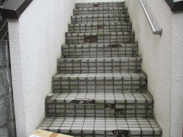 尼崎市鉄筋コンクリート造りタイル仕様階段