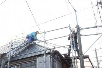 屋根修理足場設置6