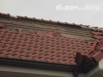 台風で瓦が落ちる