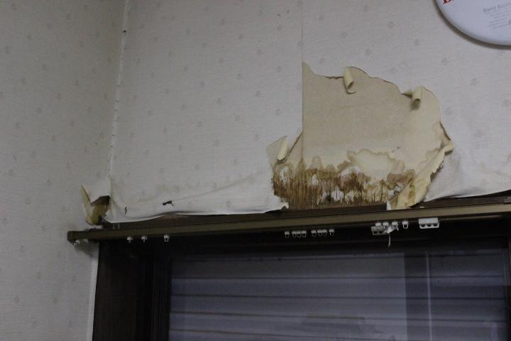 川西市壁雨漏り1