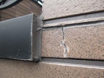 西宮市外壁窯業系サイディング材本体のひび割れ
