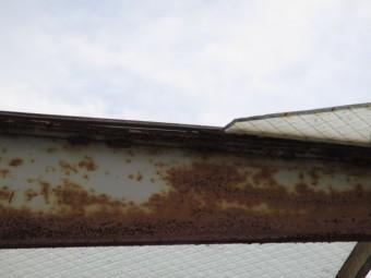 西宮市賃貸マンションベランダに取付られている鉄枠のサビ
