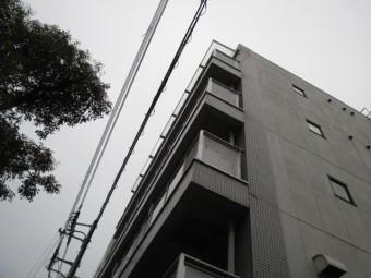 西宮市マンションタイル壁の亀裂現場調査