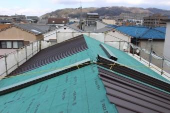 伊丹市屋根材張り作業1