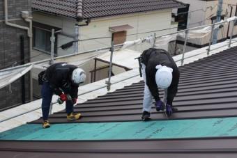 伊丹市屋根材張り作業2