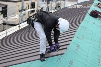 伊丹市屋根材張り作業3