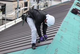 屋根材張作業