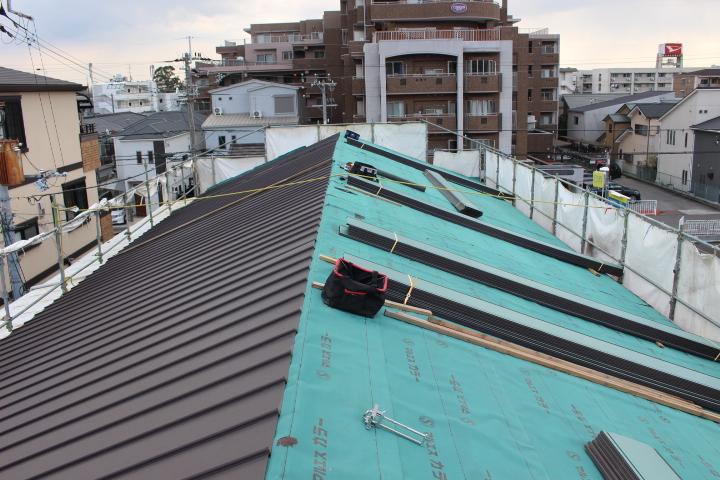 伊丹市屋根材張り作業5