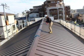 伊丹市屋根材張り作業7