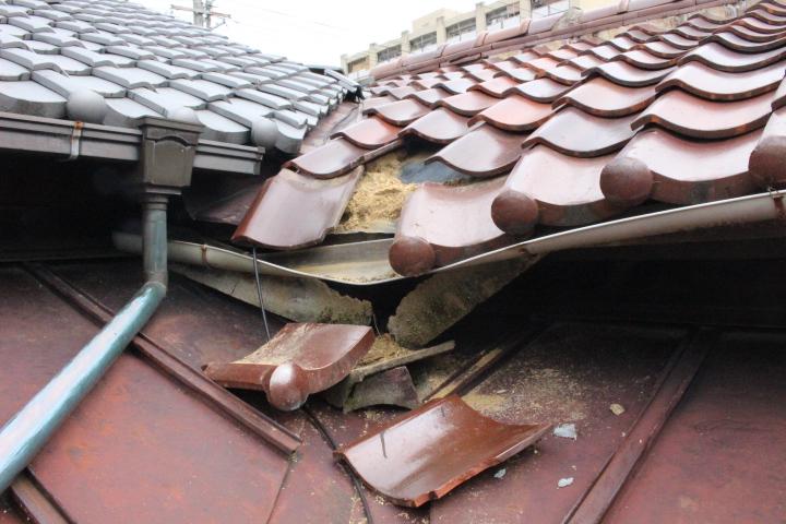 屋根瓦落下2