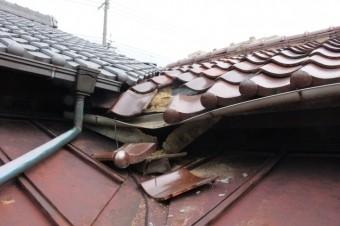 屋根瓦落下1