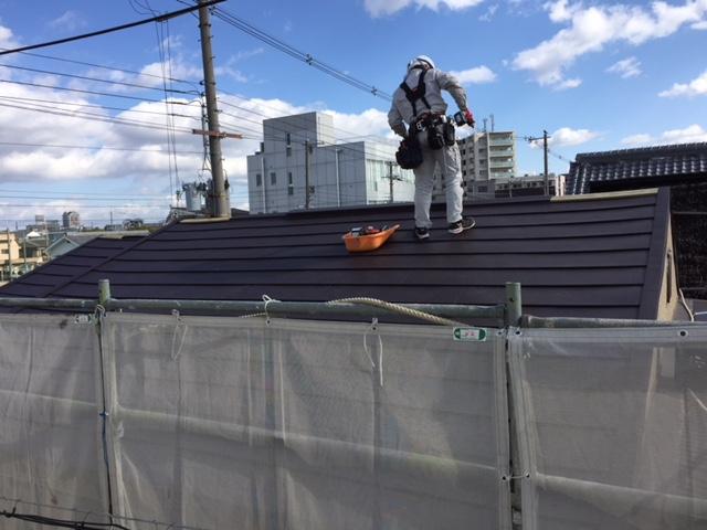 屋根葺き替え作業